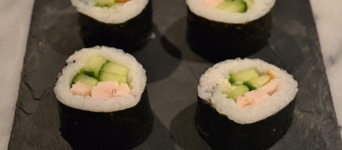 Gerookte kip sushi