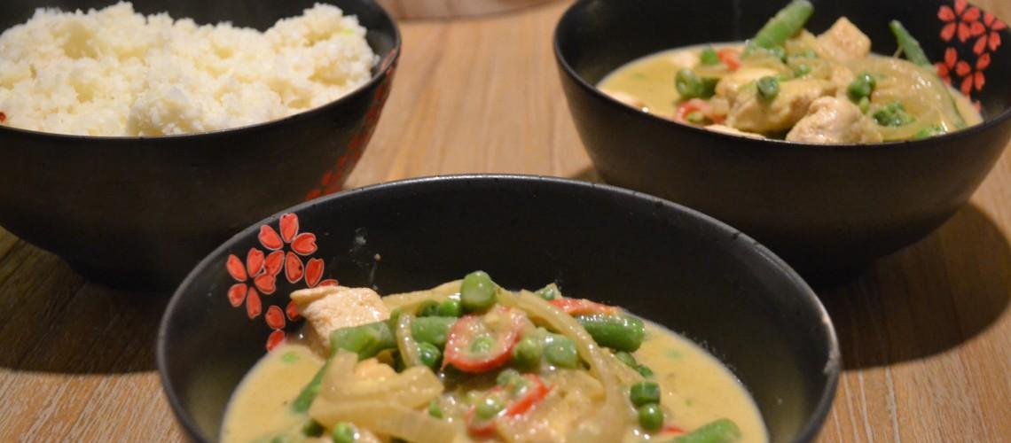 Groene curry met bloemkoolrijst